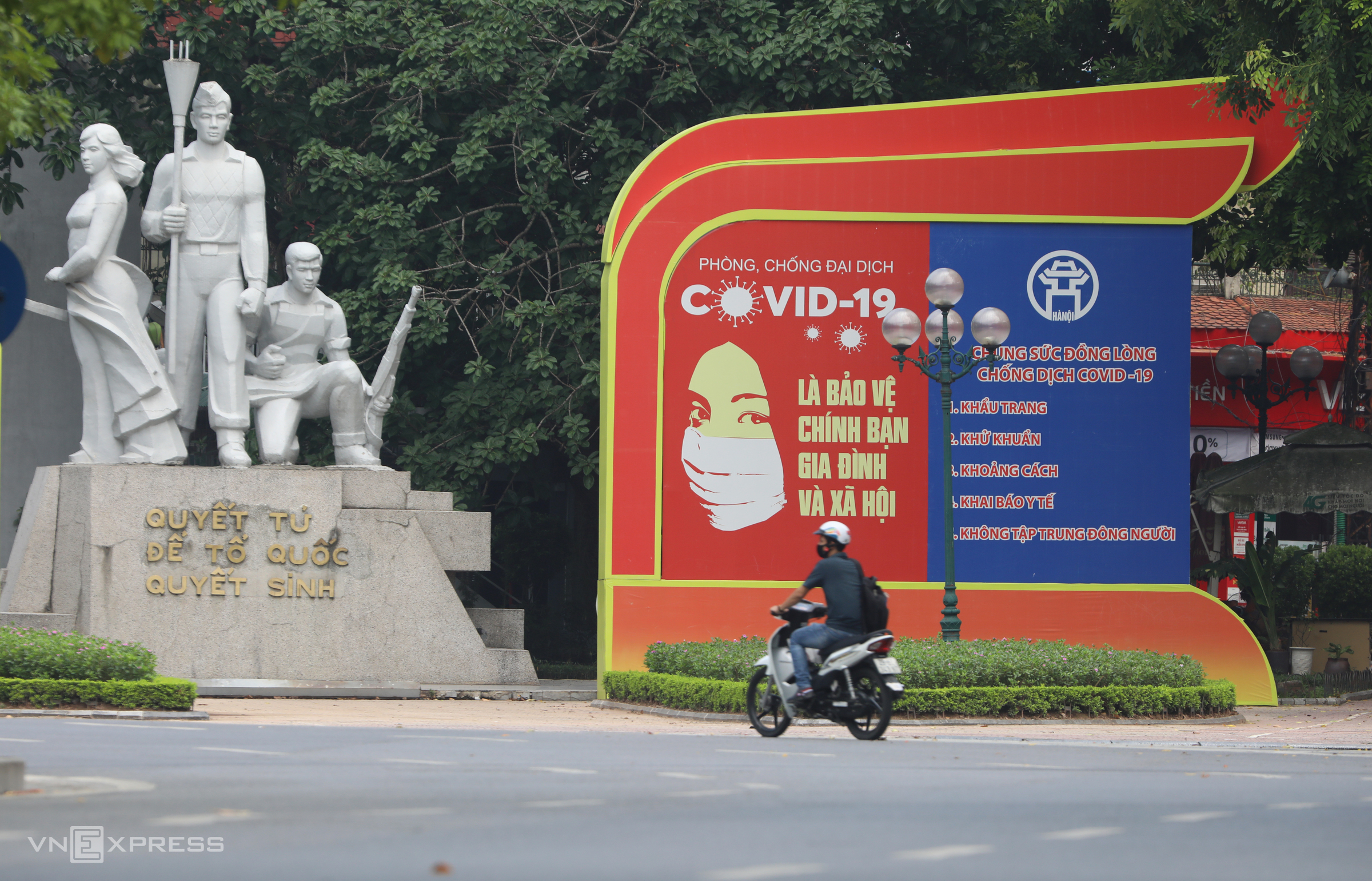 Hanoi traffic picks up with social distancing in force