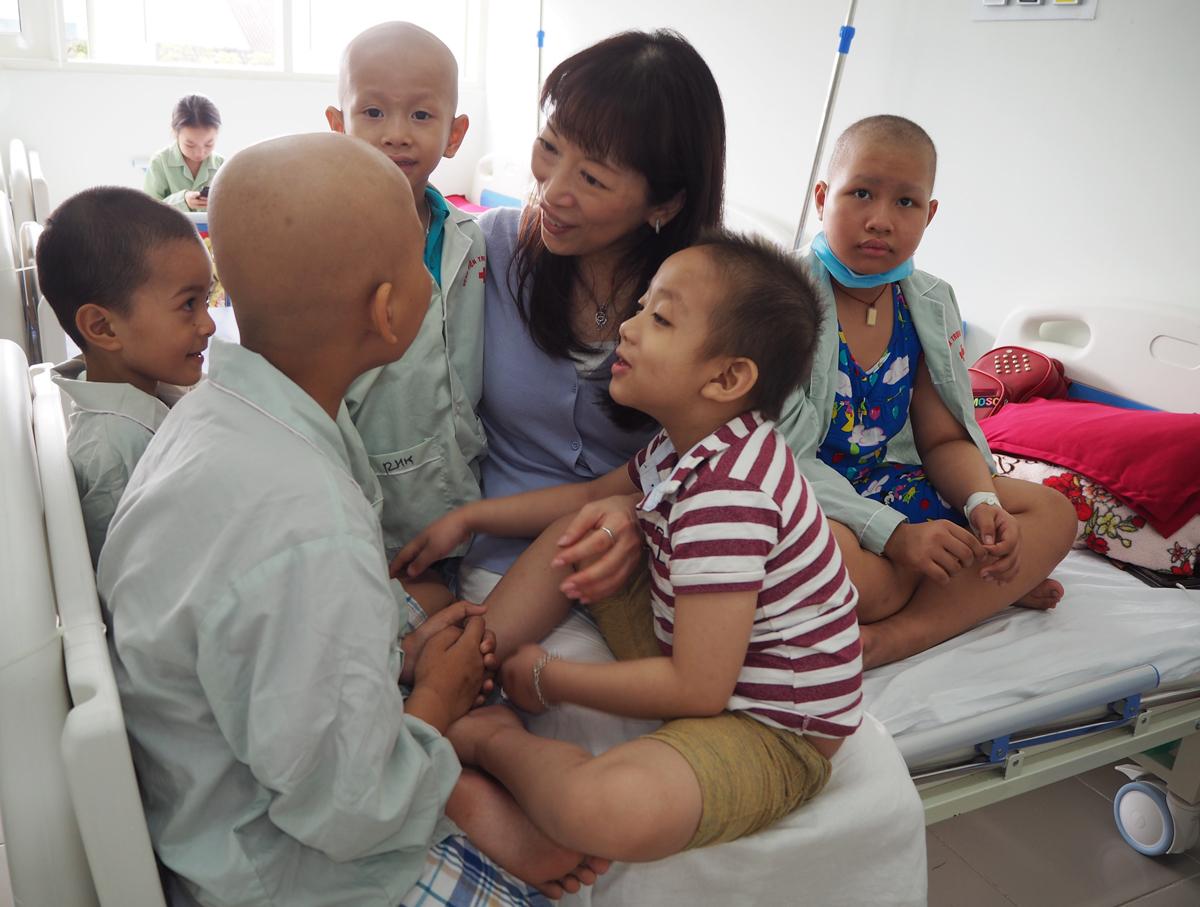 Cancer patients at the pediatrics center,Hue Central Hospital, and Kazuyo Watanabe. Photo courtesy of Watanabe.