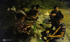 Destitute Hanoi migrants scrape by amid social distancing