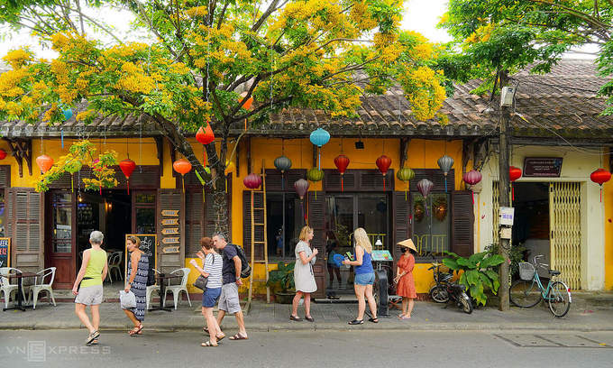 Stranded in Vietnam, foreign tourists find silver lining