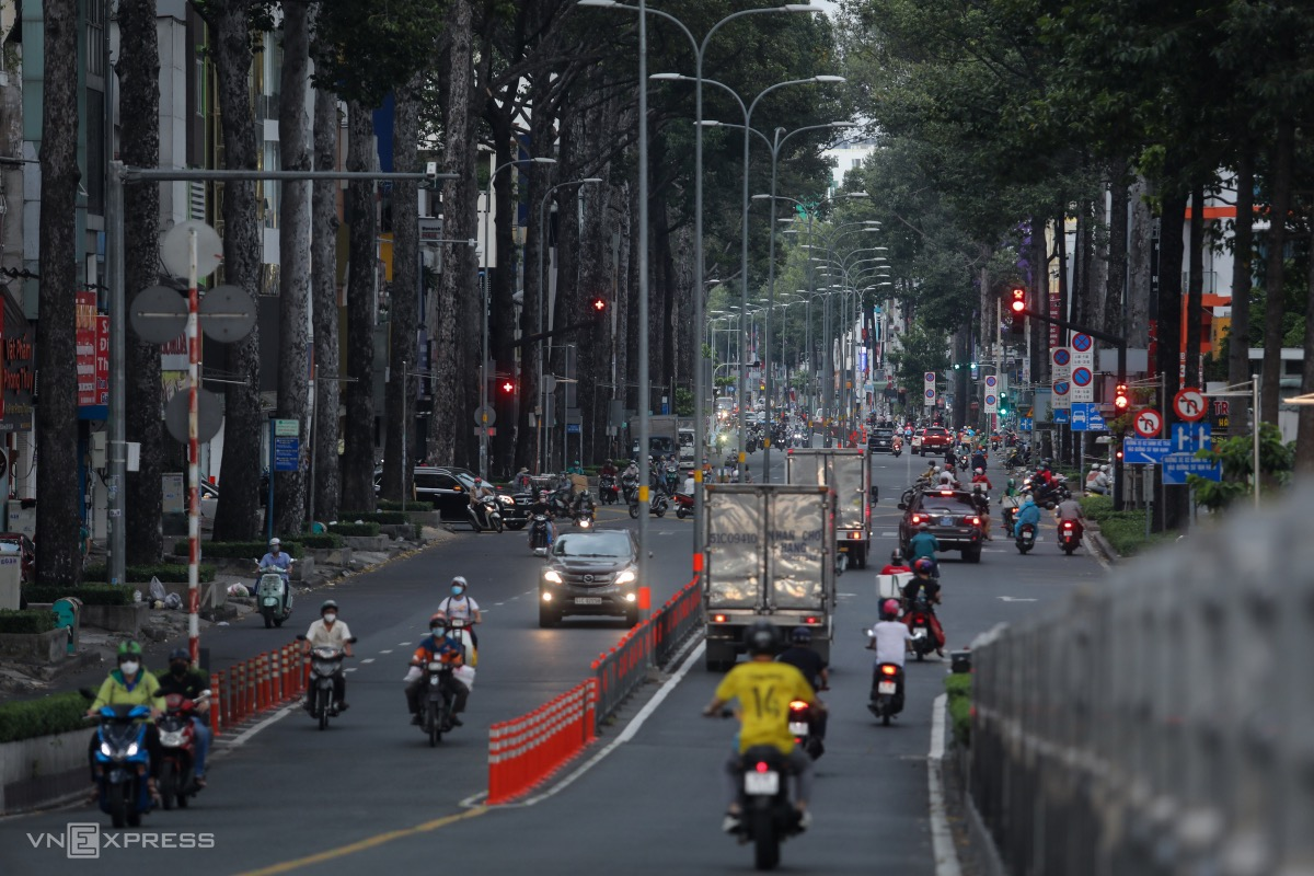 Many people travel on Ba Thang Hai Street in District 10 in late afternoon.