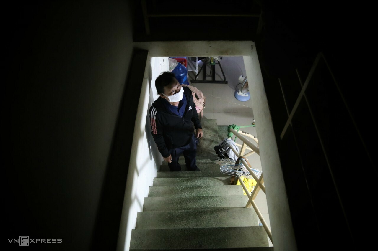 Huynh Van Son, a migrant worker from the south central Binh Dinh Province, looks up to an attic of around 15 square meters that he rents for VND1.5 million ($66) a month in HCMC, August 15, 2021. Photo by VnExpress/Dinh Van