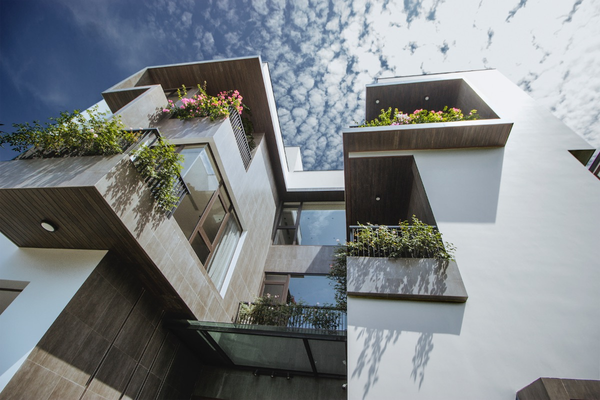 The villas U-shape facade is covered with greenery. The shape of the facade creates more area for glass windows and boosts ventilation around the villa.