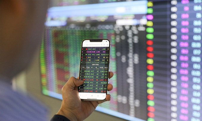 Stock selling spree ceases as blue chips gain