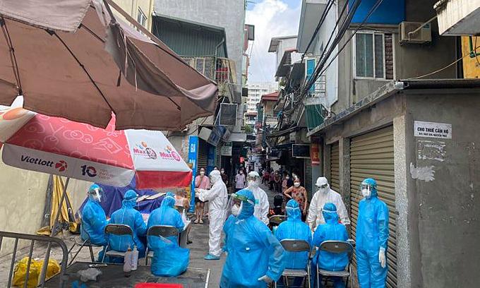 Hanoi mandates Covid-19 testing in locked down areas