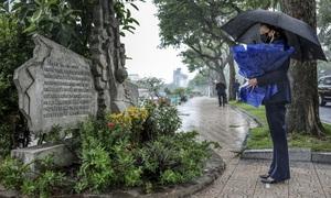 Kamala Harris pays tribute to late John McCain in Hanoi