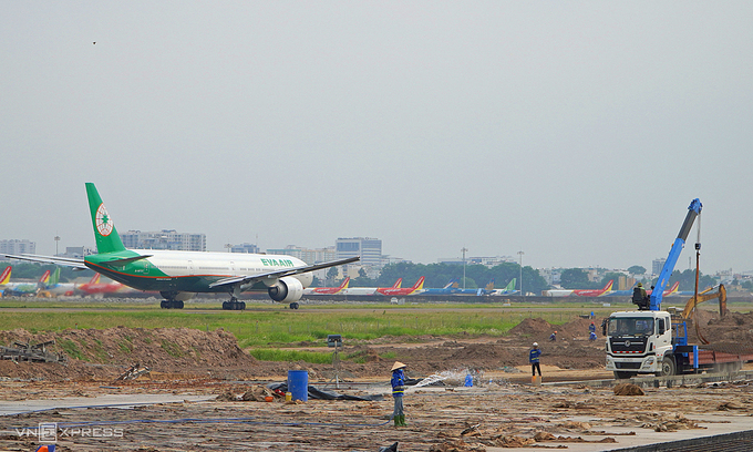 Tan Son Nhat airport upgrade resumes after Covid break
