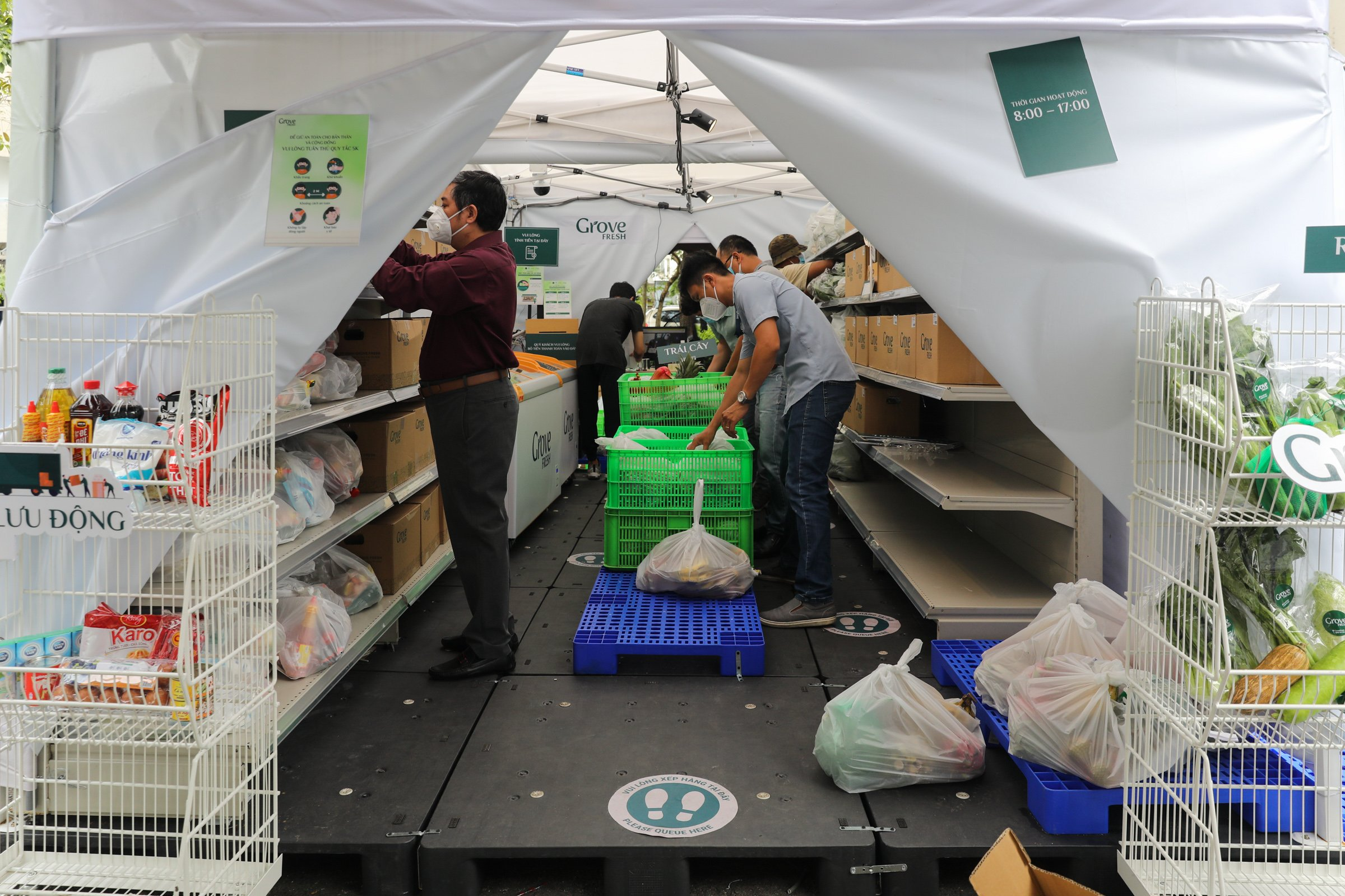 Unmanned grocery stores pop up in HCMC, Hanoi