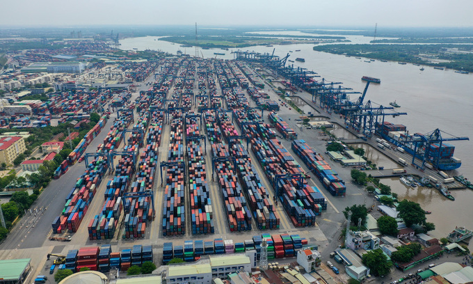 Major HCMC ports require negative Covid-19 tests on entry