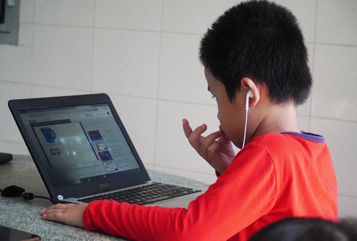 A student attends an online class in southern Tien Giang Province. Photo courtesy of students parents.