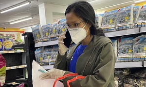 HCMC residents not sold on others doing their shopping