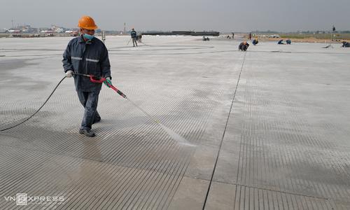 Noi Bai airport completes runway upgrade