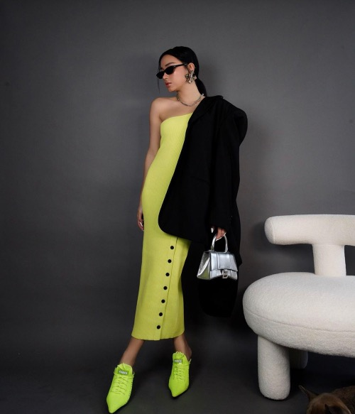 Fashionista Chau Buis shoes are a perfect match with her dress.