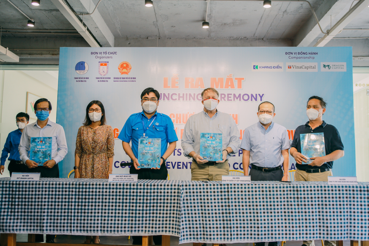 Representatives of VYF of HCMC and donors signed the agreement to launch the Grassroots Assistance Program. Photo by: VinaCapital Foundation