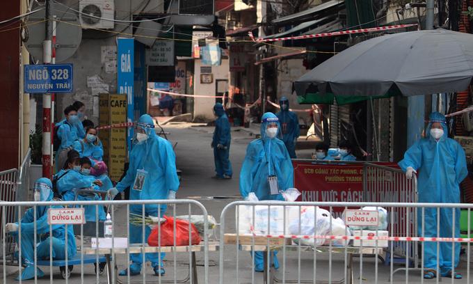 Hanoi evacuates residents from Covid-19 cluster