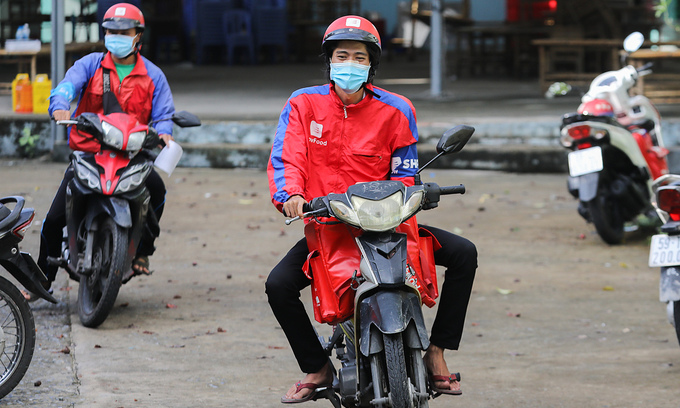 Delivery services shortage persists in HCMC due to regulation hassles