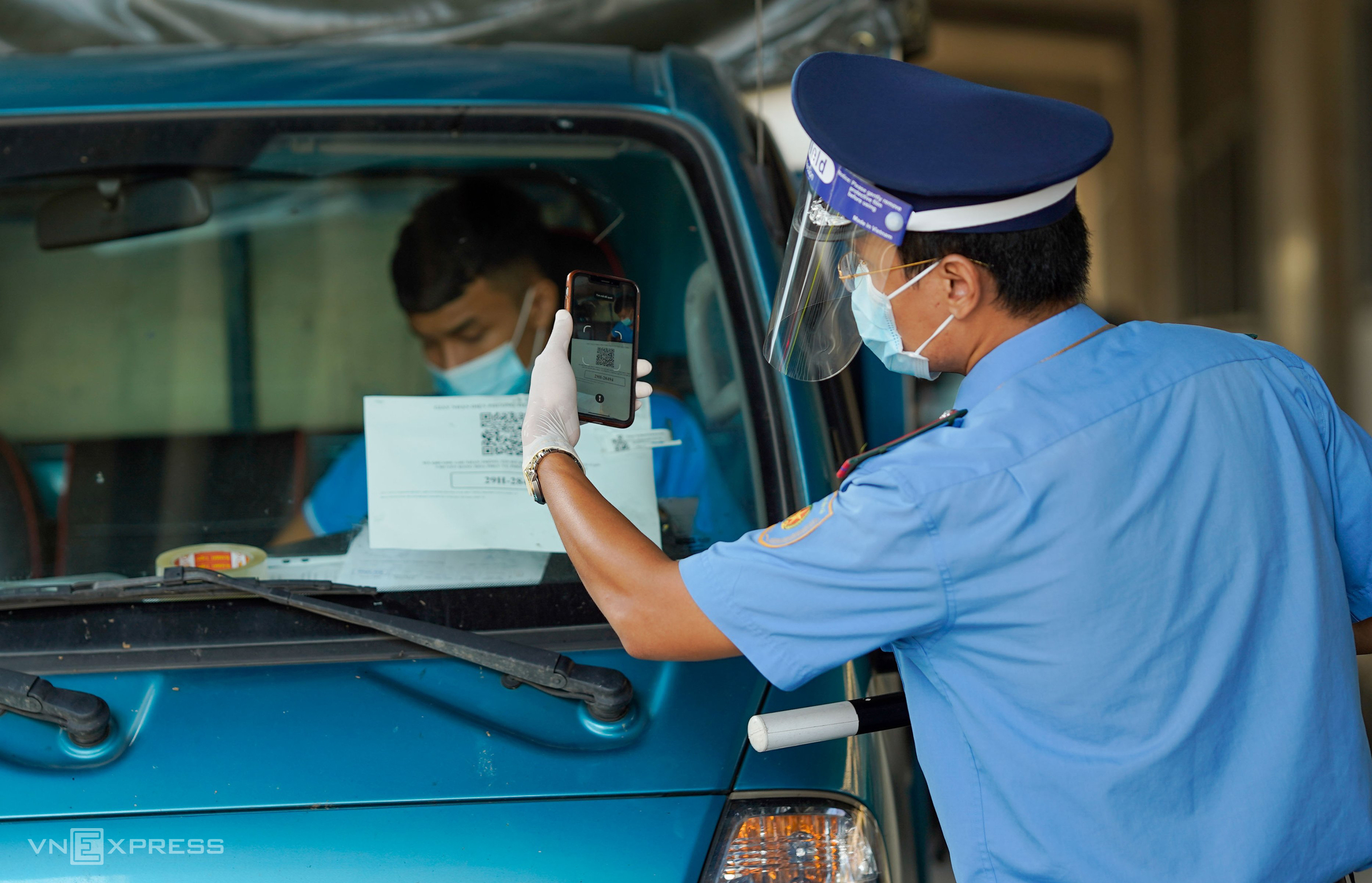 Hanoi deploys new Covid checkpoints in high-risk areas