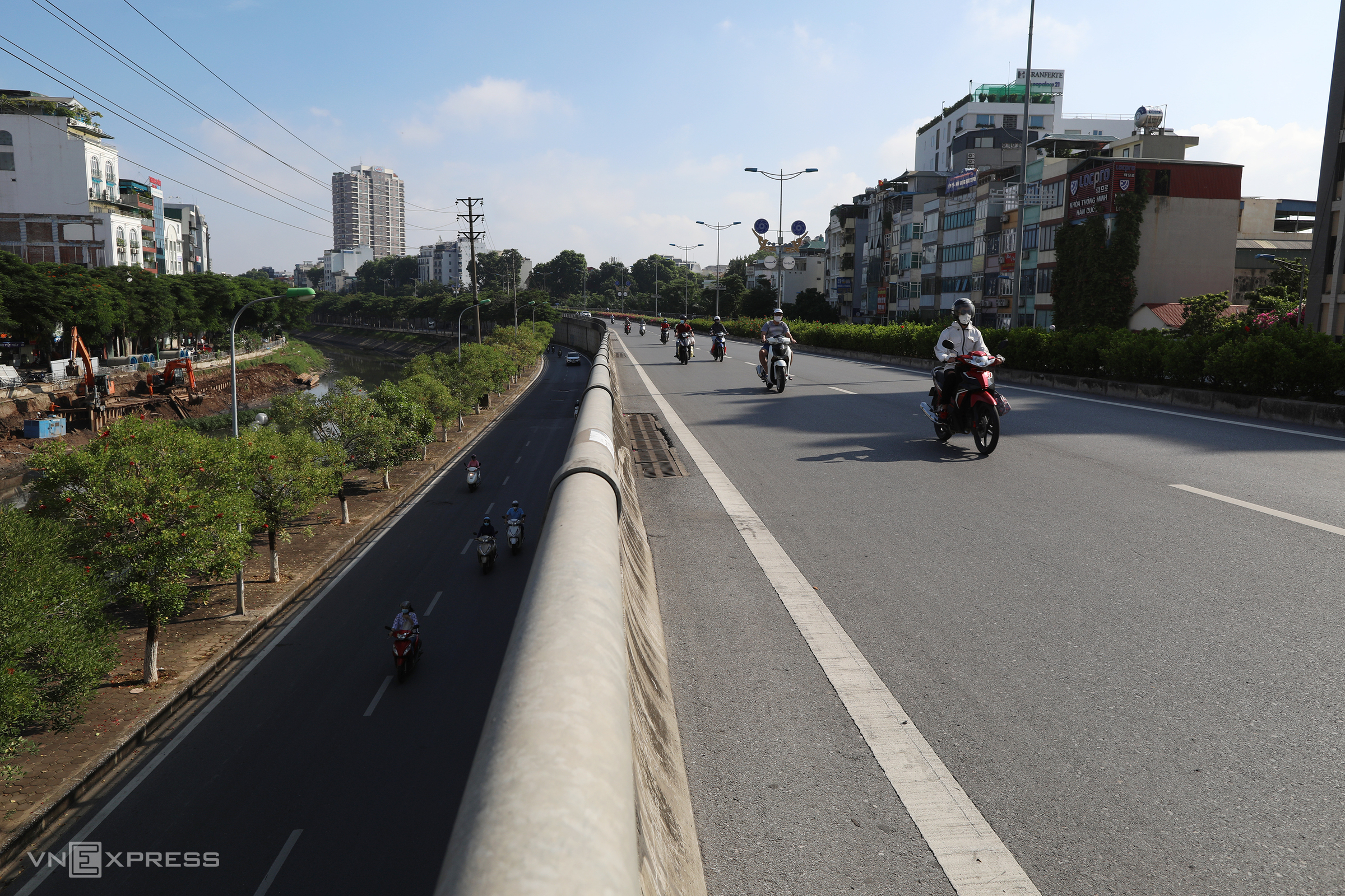 Hanoi traffic piles up at high-risk Covid checkpoints
