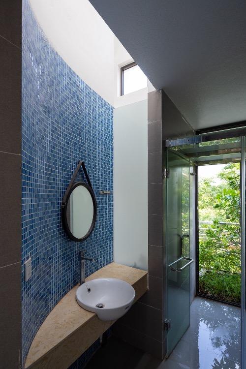 A restroom faces the garden.