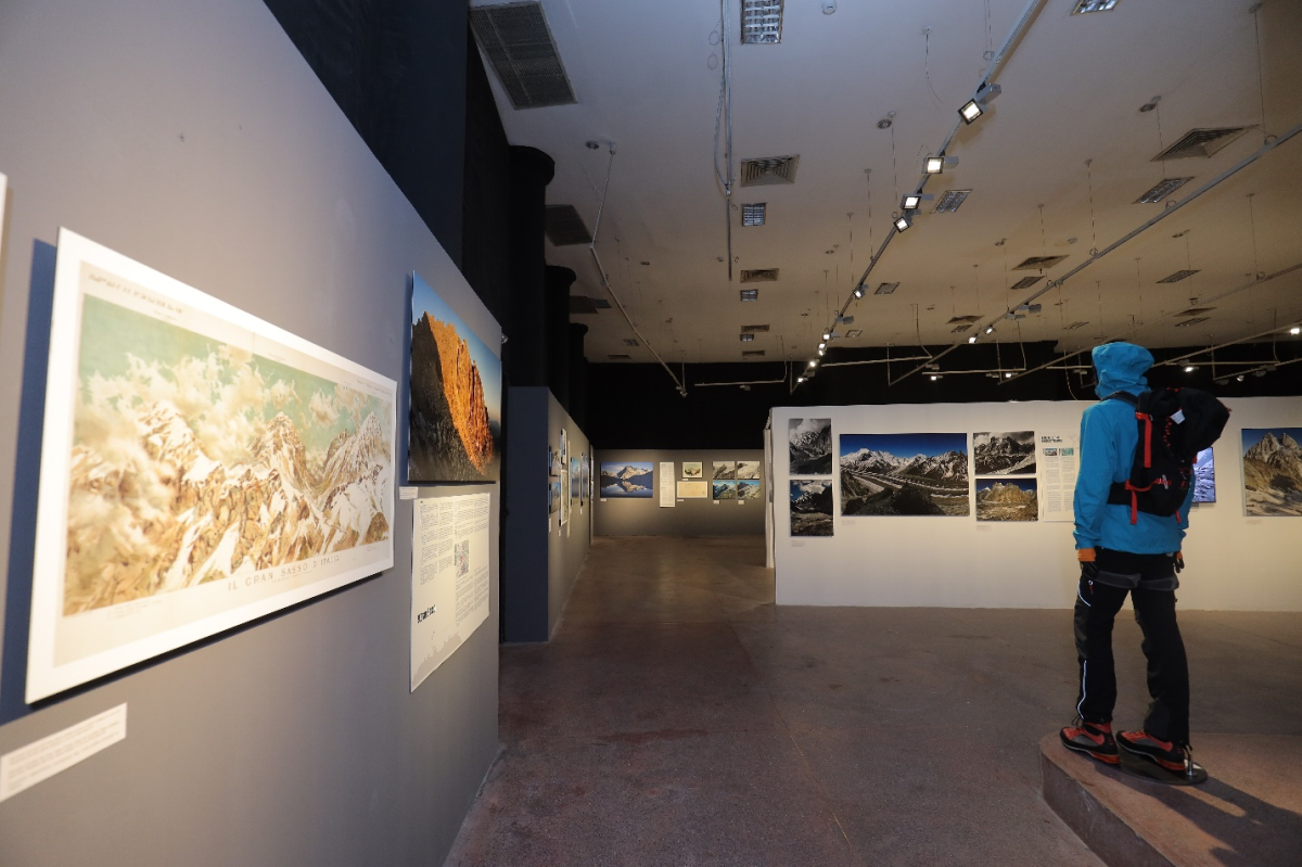 The first online exhibition to be held by the Italian Embassy in Vietnam. Photo by:.....