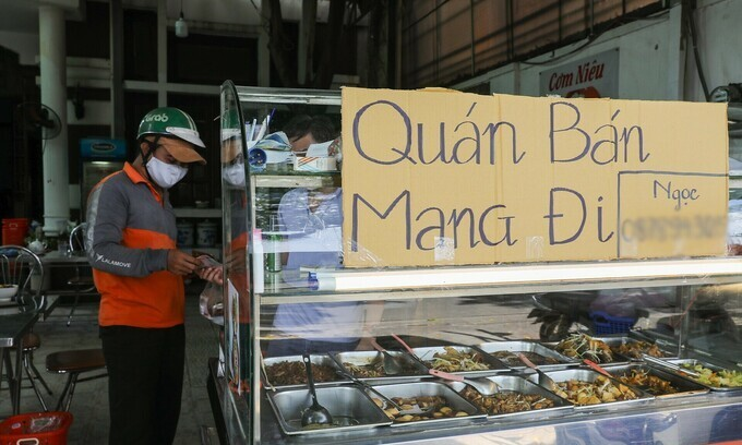 HCMC allows eateries to make deliveries after two months