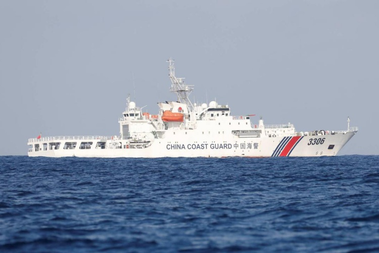 A China Coast Guard vessel patrols at the disputed Scarborough Shoal April 5, 2017. Photo by Reuters.