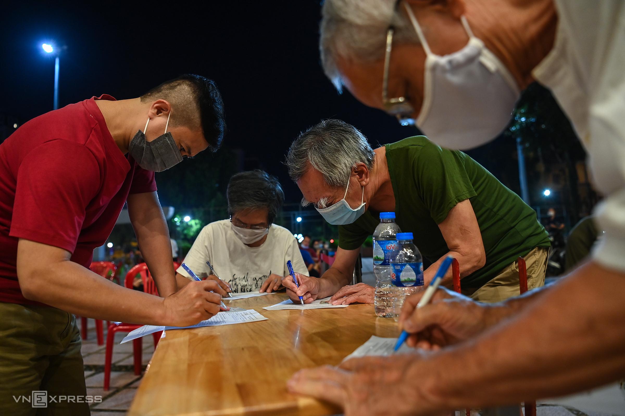 Hanoi district runs day-long Covid vaccination campaign