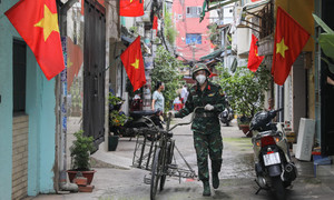 Gradual reopening key to HCMC recovery: experts