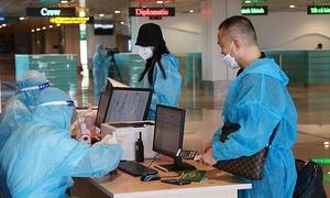 Vietnam welcomes two flights from US under vaccine passport policy