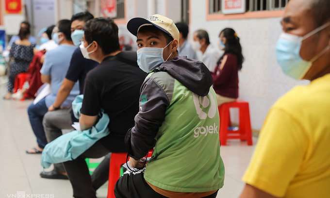 A shipper waits to get vaccinated against Covid-19 in District 11, HCMC on August 2, 2021. Photo by VnExpress/Quynh Tran