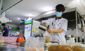 HCMC eateries find the going sluggish