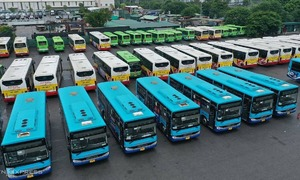 Resume bus service from Wednesday: Hanoi department proposes