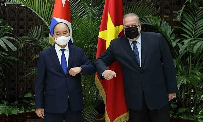 President Phuc seeks closer healthcare ties between Vietnam, Cuba