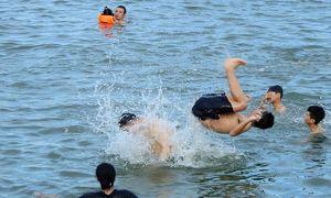 Ha Long reopens public beaches, outdoor sports activities