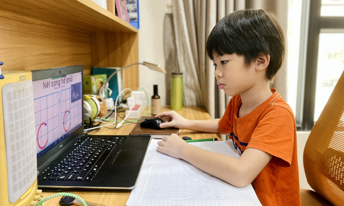 Pandemic enforces remote learning in 24 of Vietnam's 63 localities