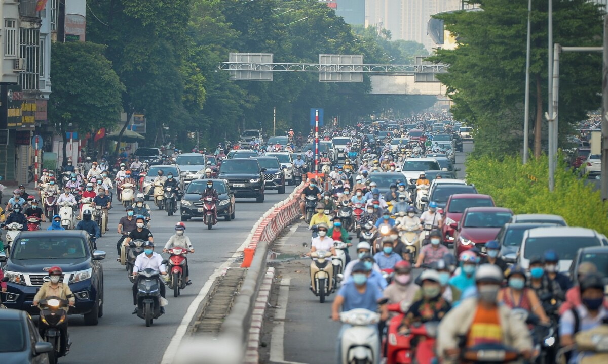 Many streets across the capital city see seas of people traveling on Tuesday morning, as individuals and organizations no longer need travel permits to travel within the city.