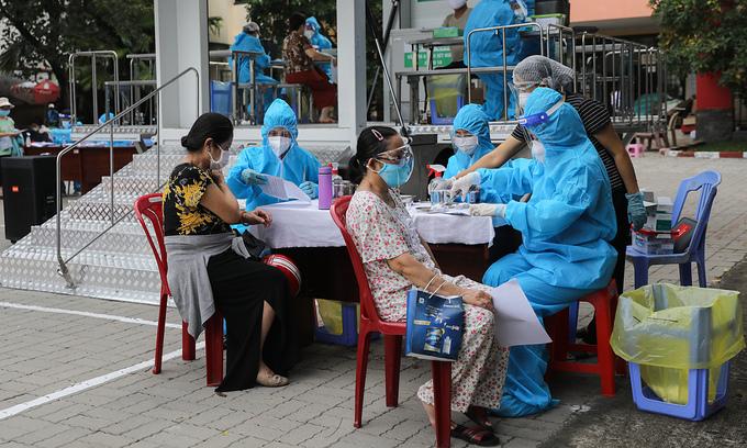 HCMC receives 666,000 more Pfizer, AstraZeneca doses