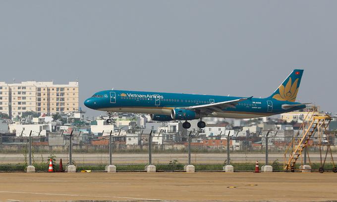 Vietnam Airlines seeks to continue HoSE listing despite losses