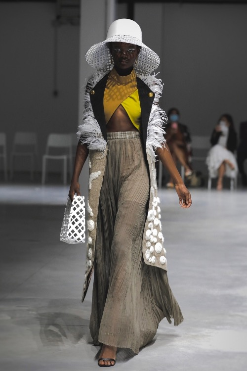 Hoang uses environmentally friendly materials, pursuing the sustainable fashion trend.