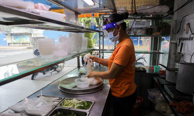 HCMC landlords should halve rent for F&B businesses: experts