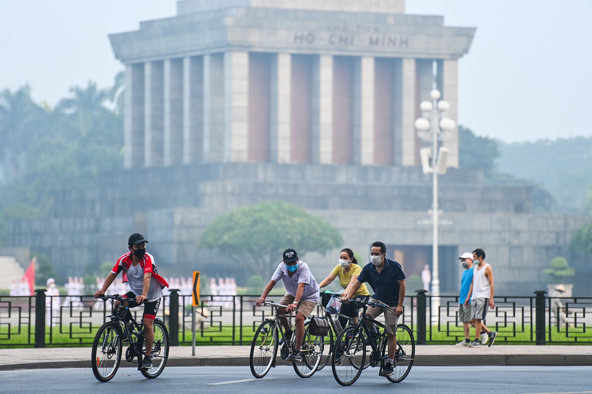 The area around Ho Chi Minh Mausoleum is also a favorite place for people to exercise outdoors.