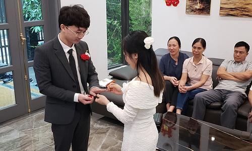 Hanoi couple holds virtual wedding amid social distancing