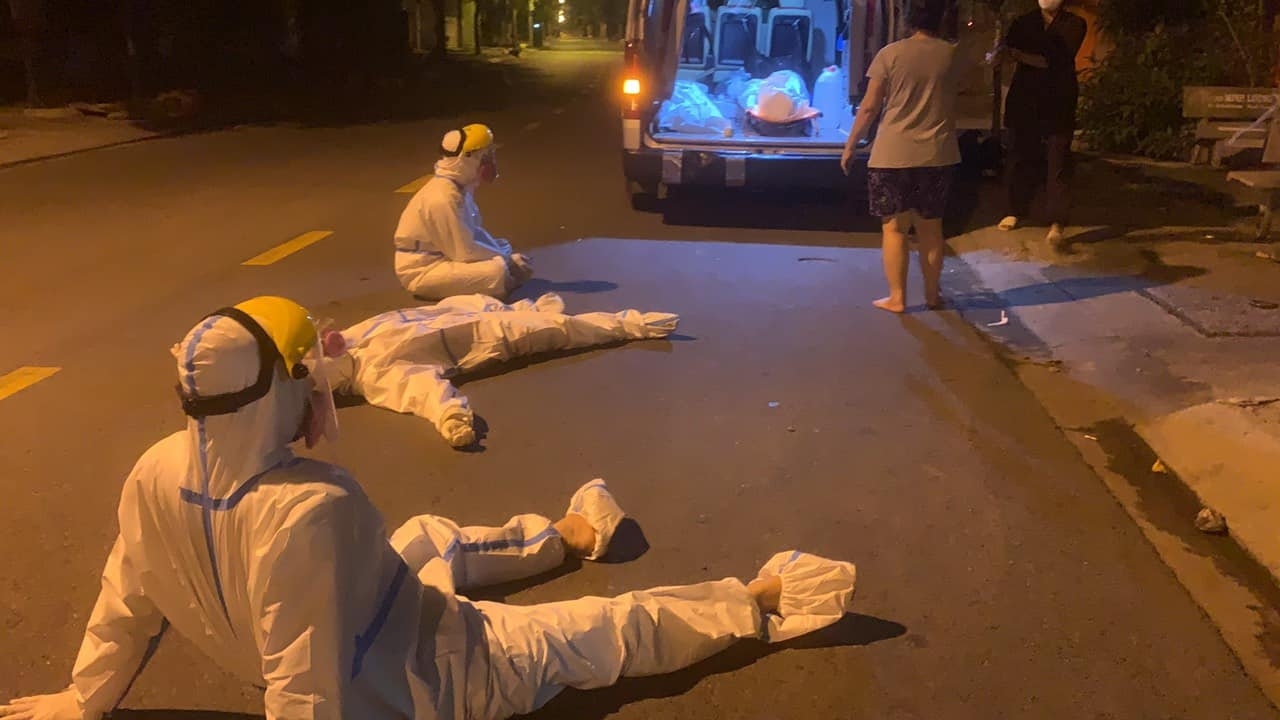 Members of the Tran Long burial team sit down to rest after carrying out a Covid victim body at Pham The Hien Street, HCMCs District 8, on August 27, 2021. Photo courtesy of Long