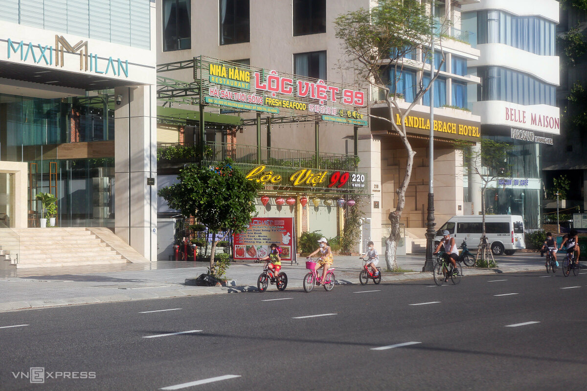 Hotels can resume at less than 30 percent of their capacity, or 50 percent if their guests are fully vaccinated or have recovered from Covid. Many hotels on Vo Nguyen Giap Street, stretching along the beach, are still quiet with no patrons.