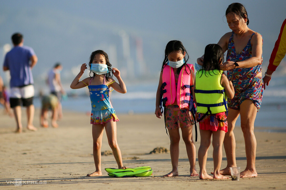 People must wear masks right after finishing their swimming. They are required not to gather or take a shower on the beach.