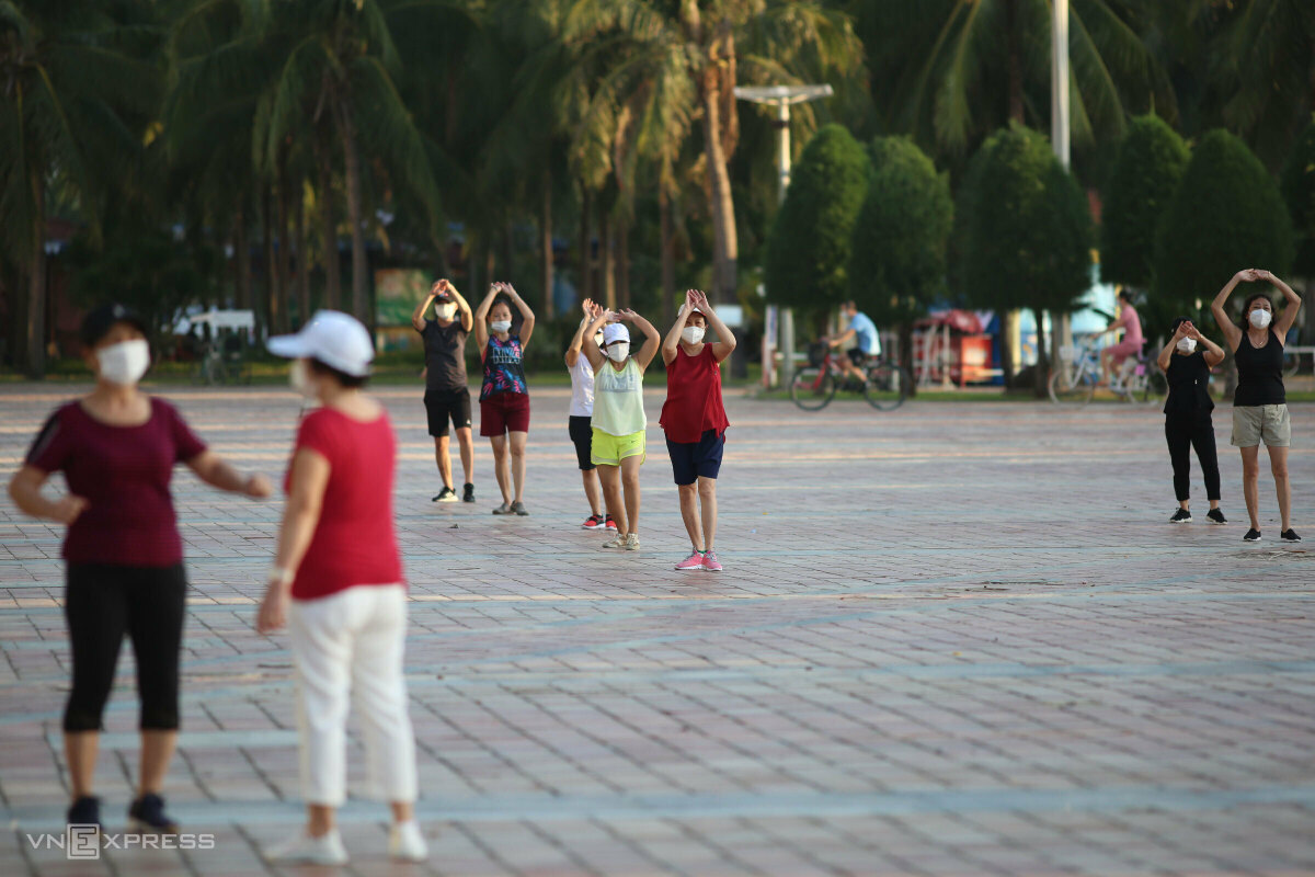 Early birds work out at Bien Dong Park. The municipal authorities allow people to take outdoor exercises but ban them from coming into close contact.