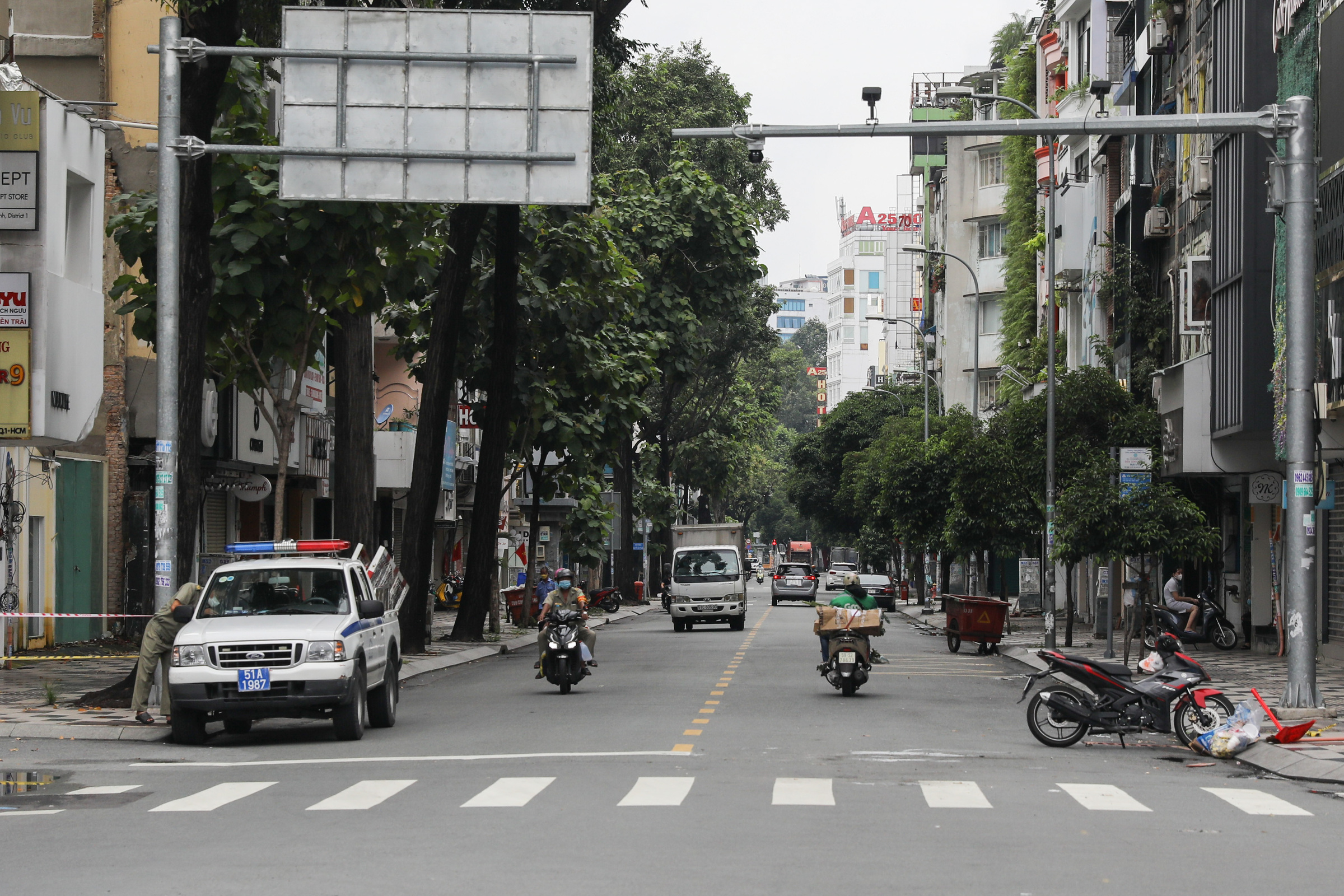 Nguyen Trai Street after Covid-19 checkpoints were removed, September 30, 2021. Photo by VnExpress/Quynh Tran