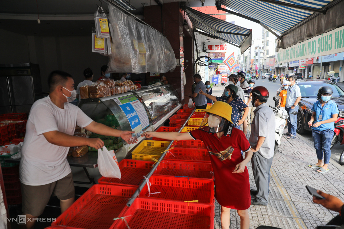 HCMC regains groove on first day of new normal