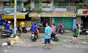 Saigonese queue to buy food, get a haircut on first day of reopening