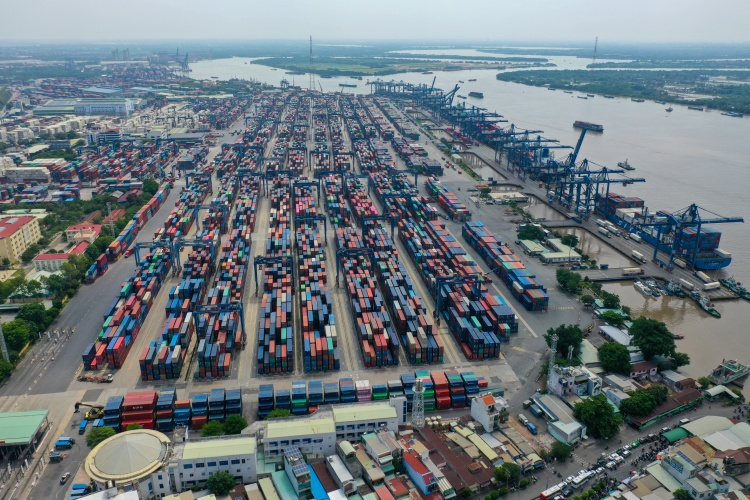Containers seen at Cat Lai Port in Ho Chi Minh City in April 2021. Photo by VnExpress/Quynh Tran.